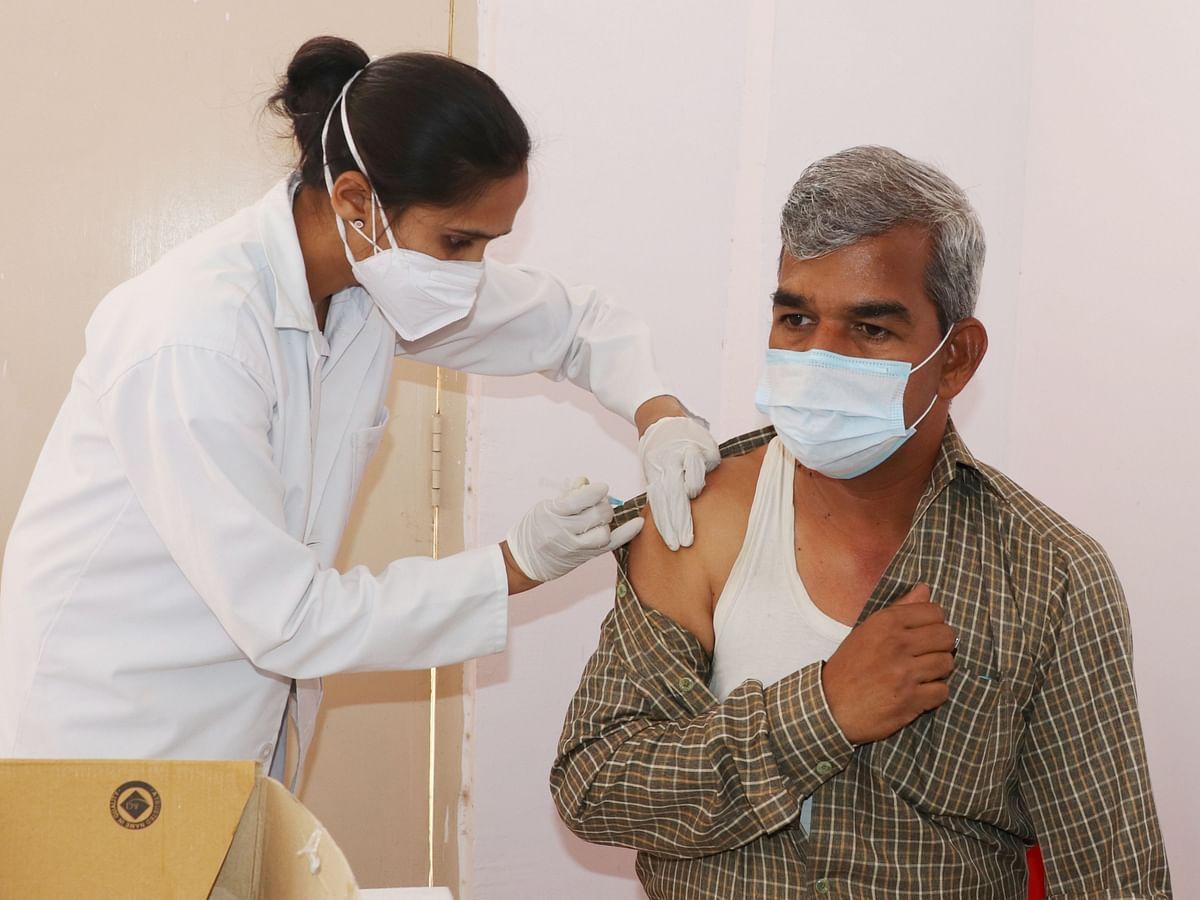 Madhya Pradesh: Staff of public relation department among 460 vaccinated in Khandwa