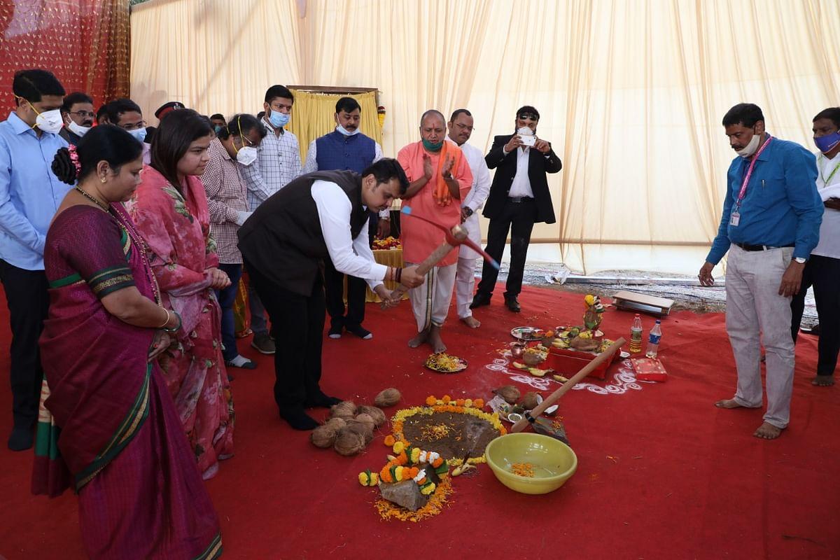Devendra Fadnavis performs 'bhoomi pujan' of late Pramod Mahajan Art Gallery in Mira Road