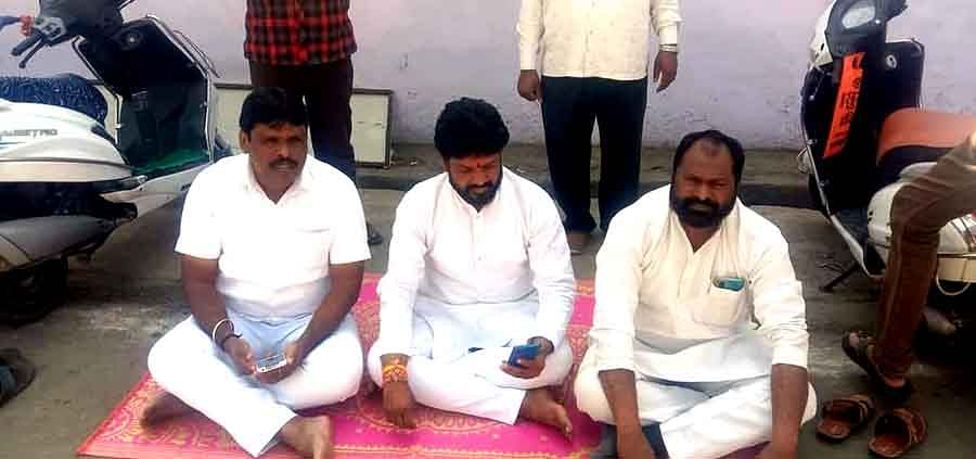 Congressmen staged sit-in in Nagda on Tuesday