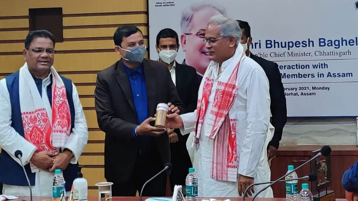 The Chief Minister asked the Assam delegation to establish industries based on tea and bamboo for which all assistance and encouragement will be extended.