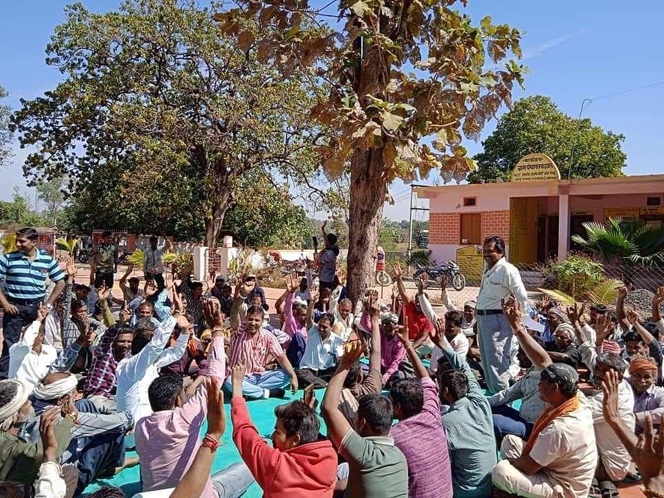 Alirajpur: Bhils hold meeting to regulate Vadhu Mulya Pratha to lessen dowry expenses