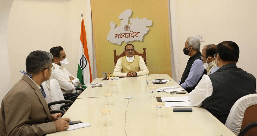 Chief Minister Shivraj Singh Chauhan addresses a meeting of officials  on Thursday over Sidhi bus tragedy.
