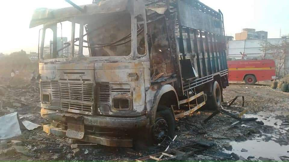 Blasts rock Mira Road as LPG cylinders kept in truck catches fire; see pics