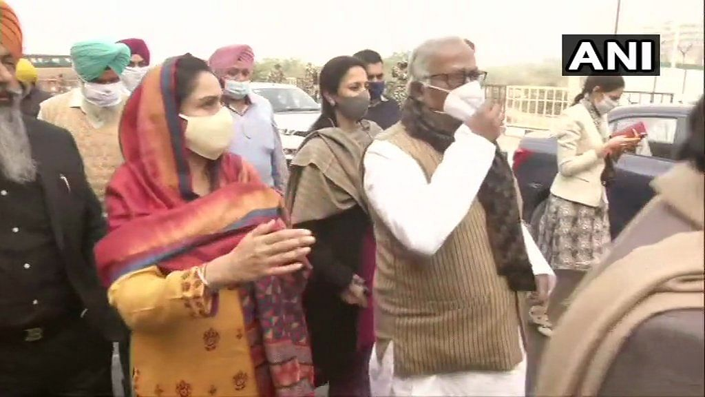 Farmers' protest: 15 opposition MPs reach Ghazipur border to meet protesting farmers, stopped by police