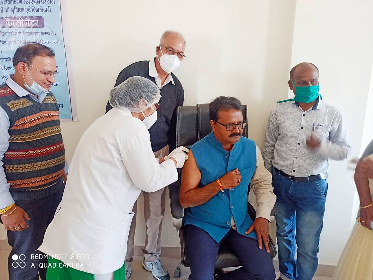 Madhya Pradesh: Second phase of vaccination kicks off, collector, SP get the jab