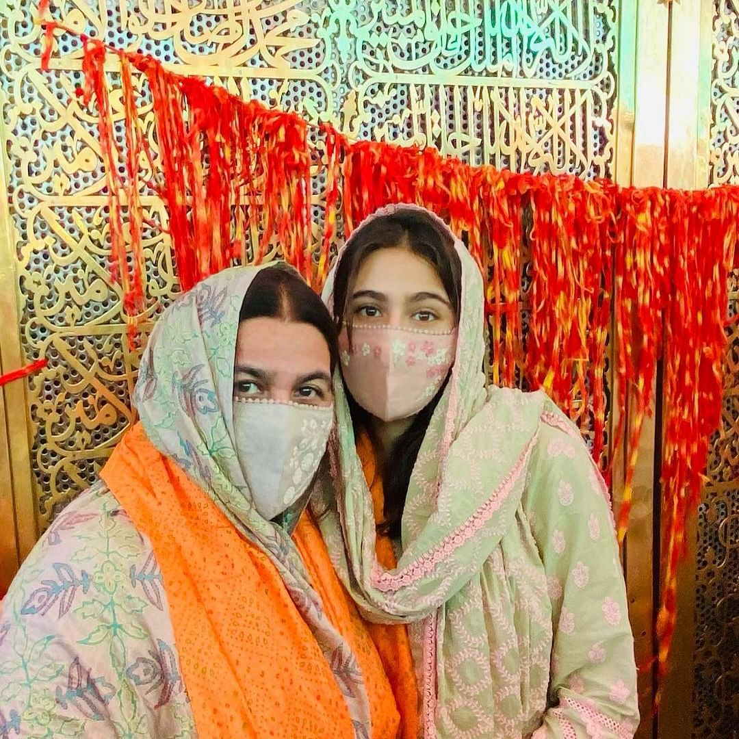 Sara Ali Khan pays visit to Ajmer Sharif with mother Amrita Singh; see pics