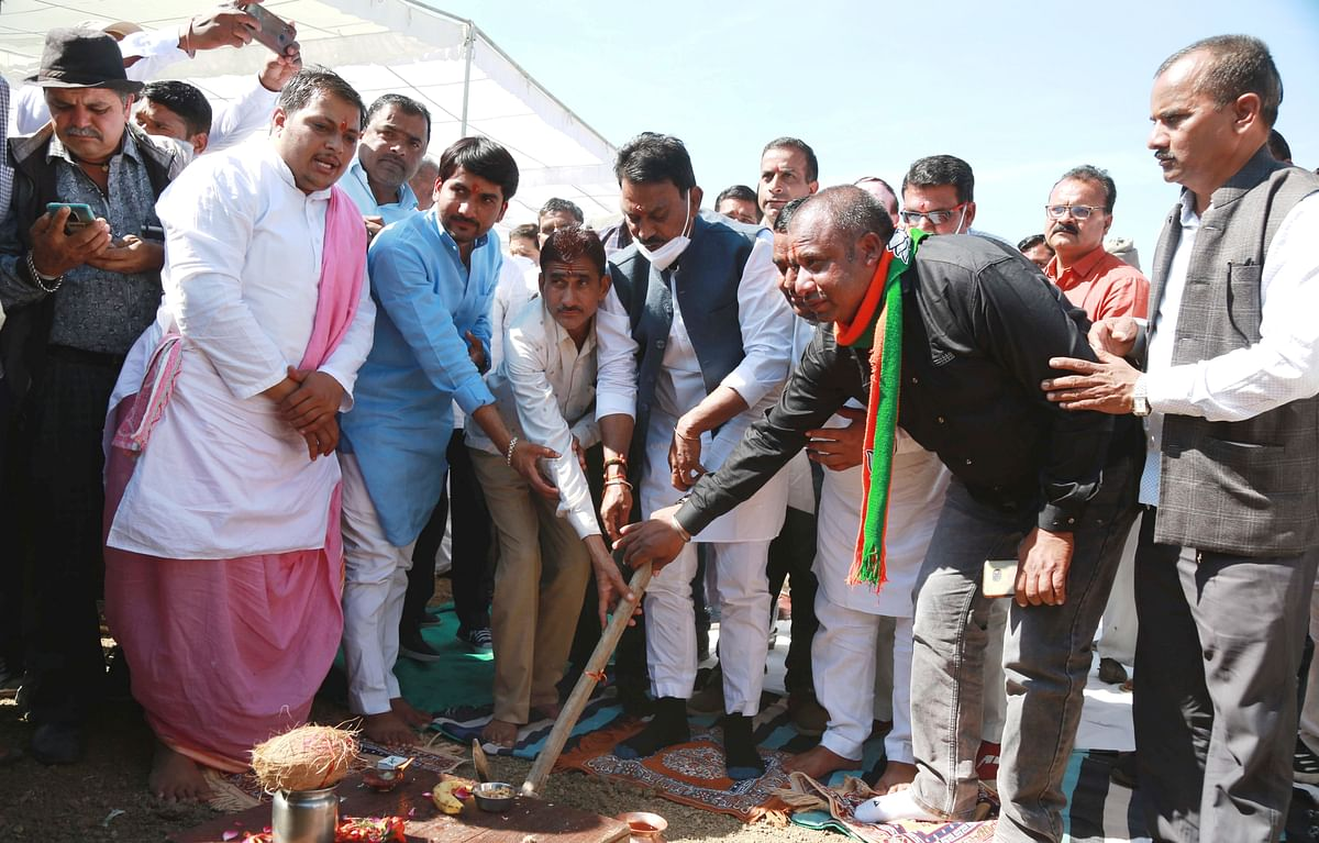 Indore: Jal Jivan Mission launched from Sanwer by Minister Tulsi Silawat who performed Bhoomi Pujan