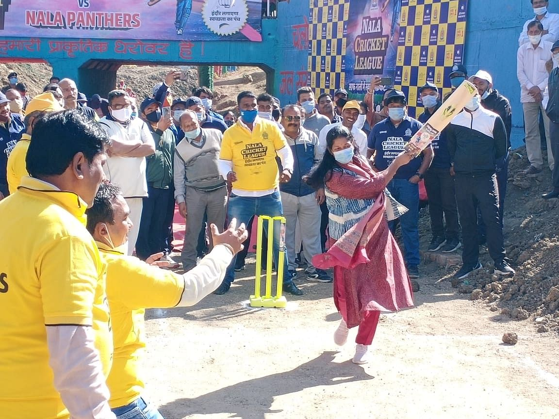 IMC commissioner Pratibha Pal makes a clean hit
