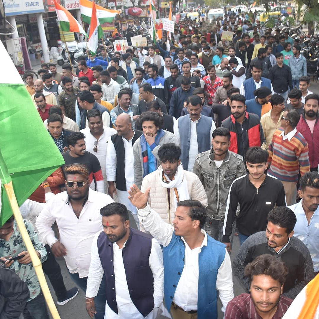 Ujjain: Congress workers' take out march against inflation, unemployment