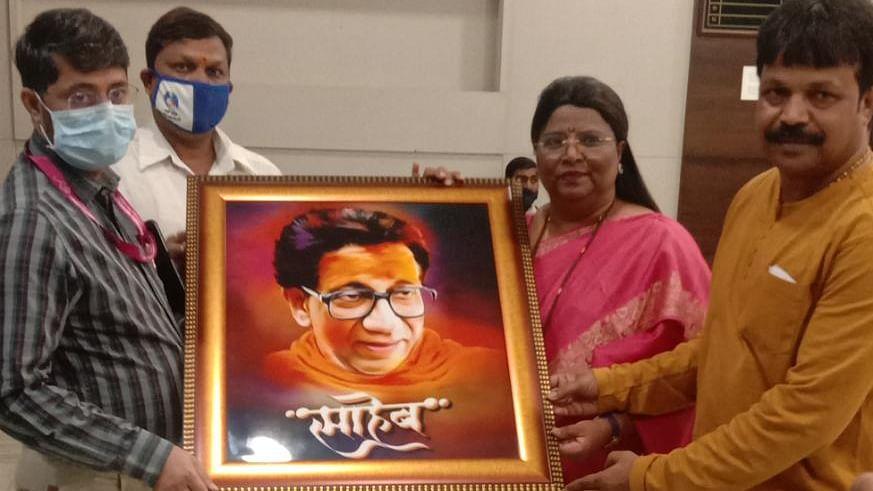 Mira Bhayandar: Shiv Sena gifts portrait of Balasaheb Thackeray to MBMC, demands installation