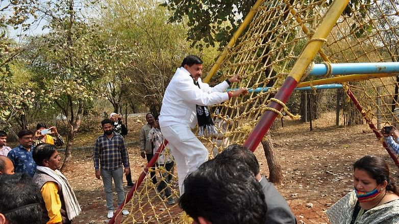 Minister tries to ace an installation at Eco Park