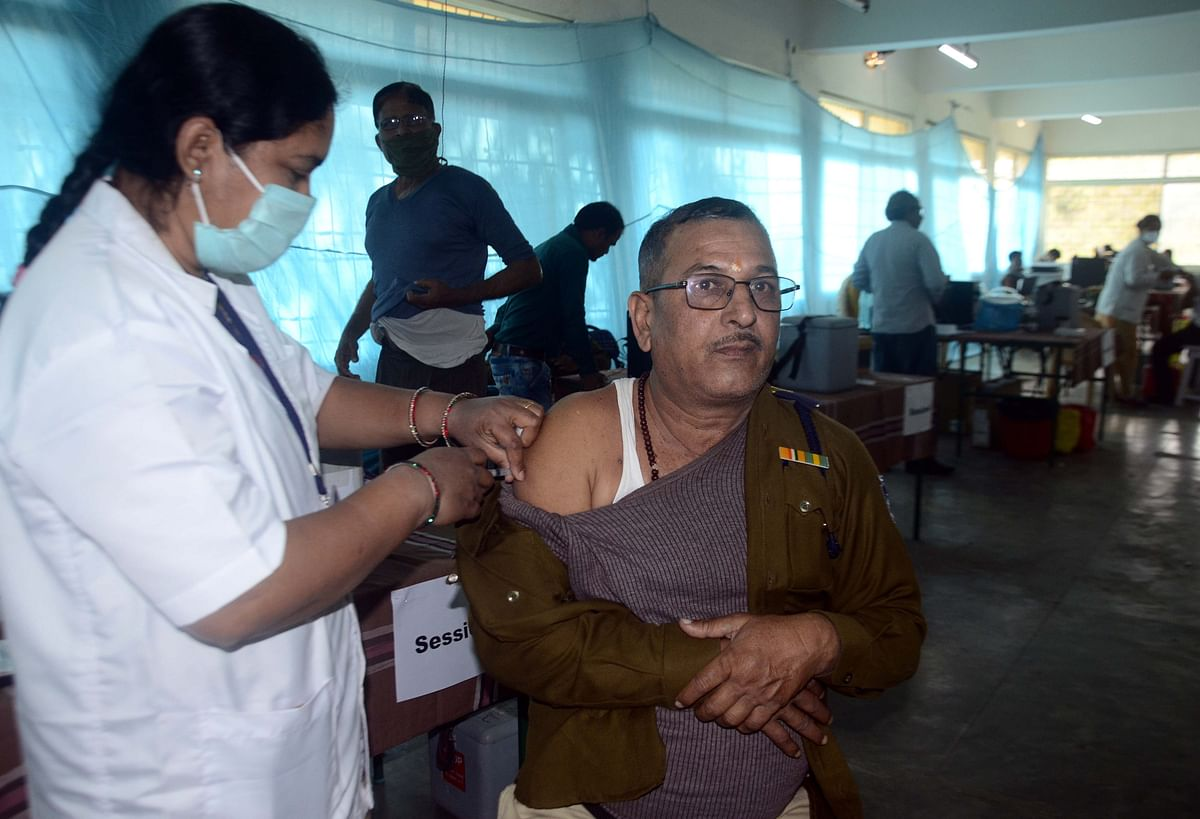 Madhya Pradesh vaccine drive for frontline workers: Harda leads with 46 per cent, Agar is lowest at 6 per cent