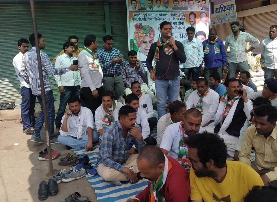 Congress workers staged sit-in at bus stand in Satwas on Saturday