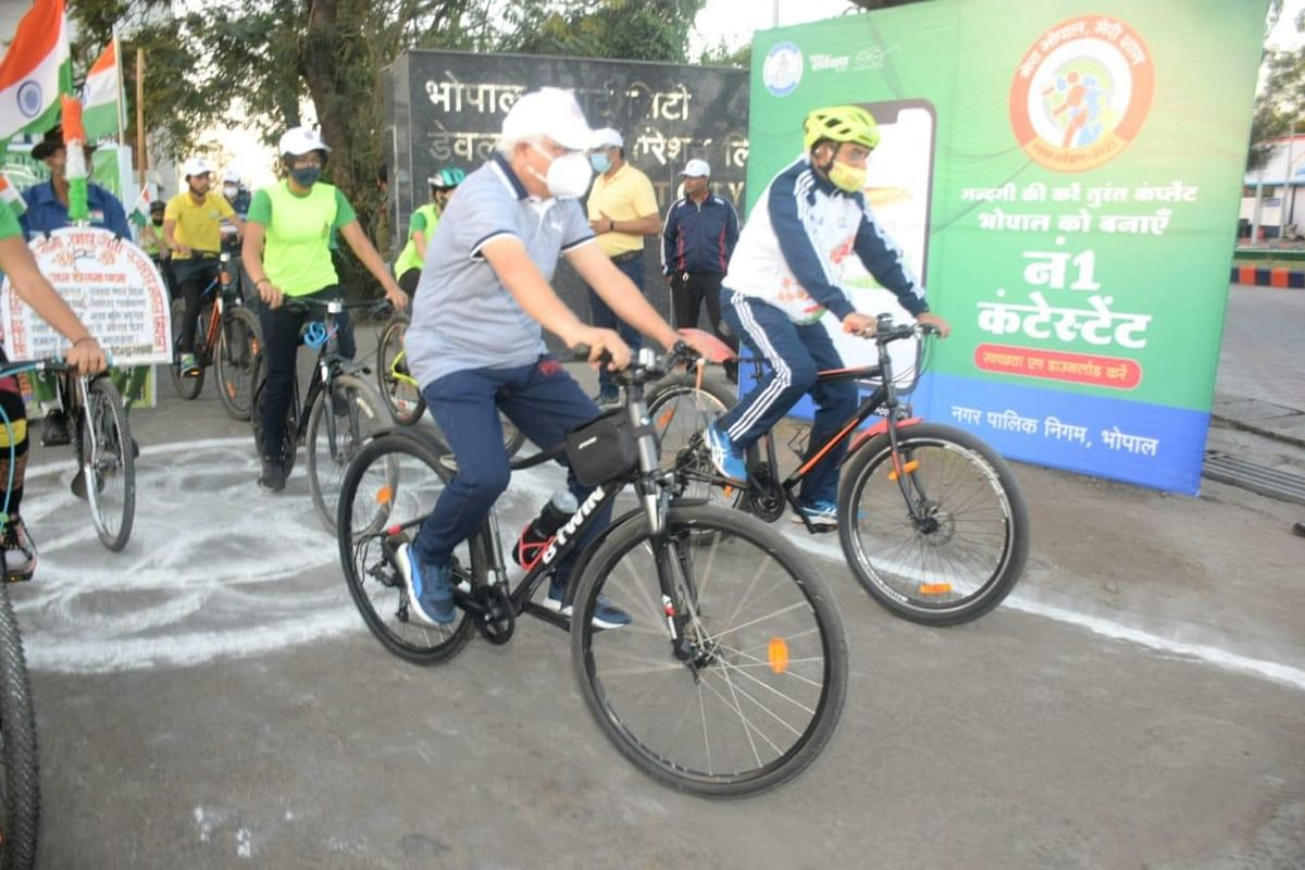 Officials participating in cycle rally in Bhopal on Sunday