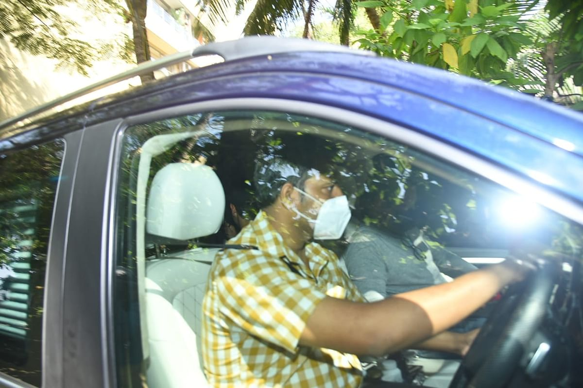In Pics: Hrithik Roshan reaches Mumbai crime branch to record statement in fake email ID case against Kangana Ranaut