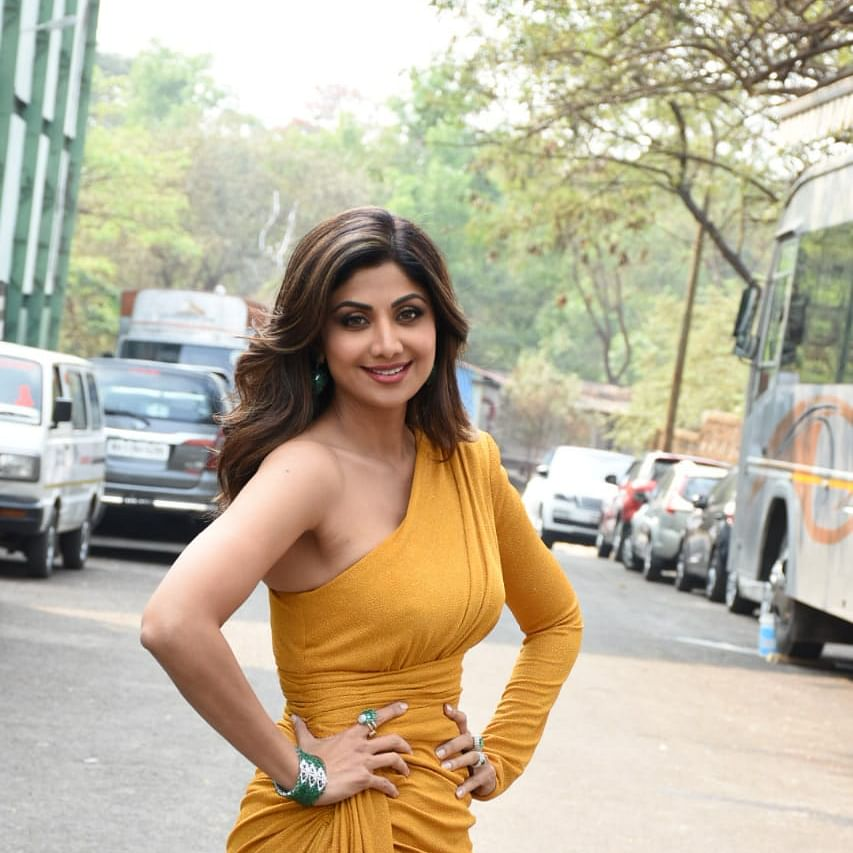 Watch: Shilpa Shetty quips Shehnaaz Gill's hilarious 'Tuadda Kutta Tommy' dialogue as she spots a dog on sets of reality show