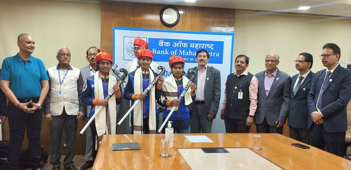 Bank of Maharashtra felicitates junior Indian women's Hockey team players