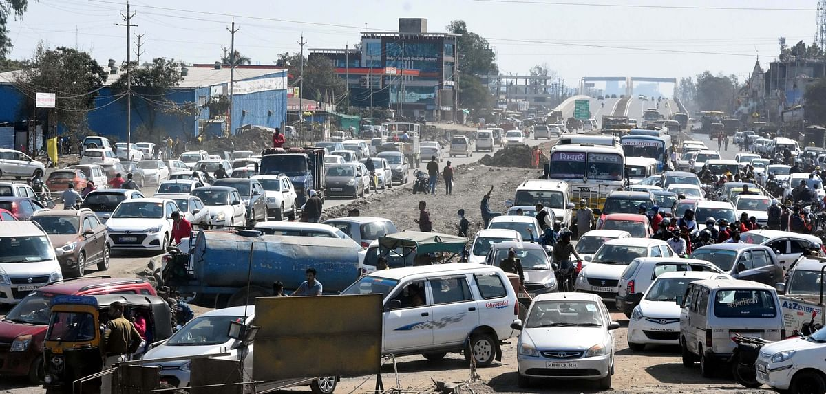 Traffic congestion at 11-Mill Trisection in Bhopal