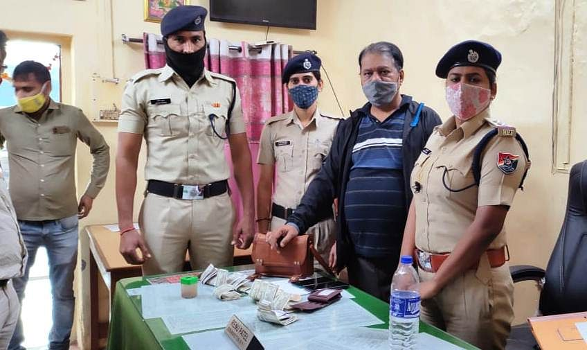 Navi Mumbai: RPF returns bag with valuables including cash, gadgets worth Rs 1.10 lakh to owner in Panvel