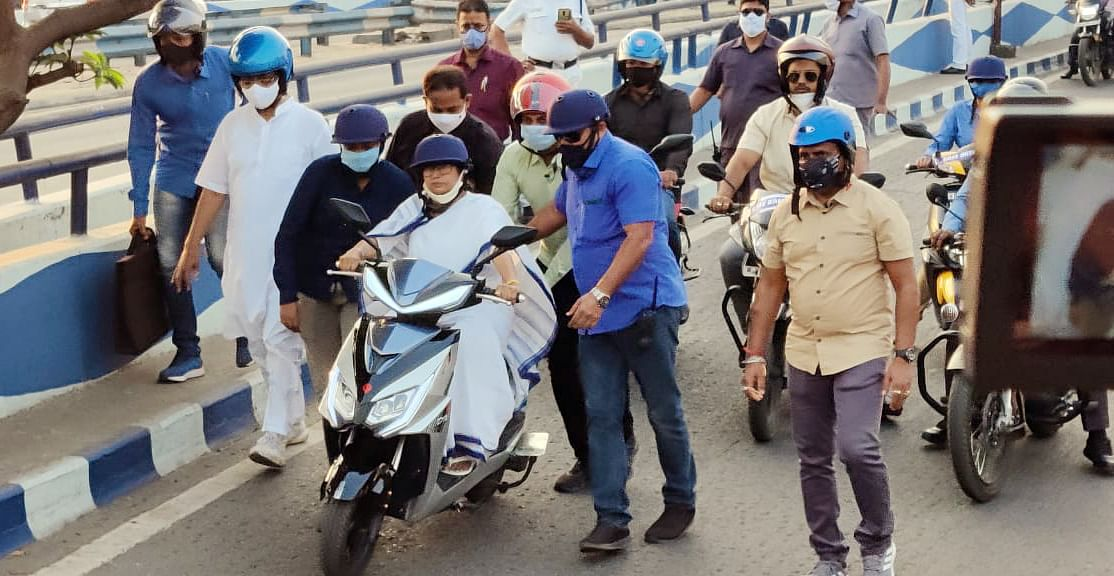 The CM was accompanied by Mayor and bouncers while riding the scooter independently. She also wore a helmet keeping in mind the rules.