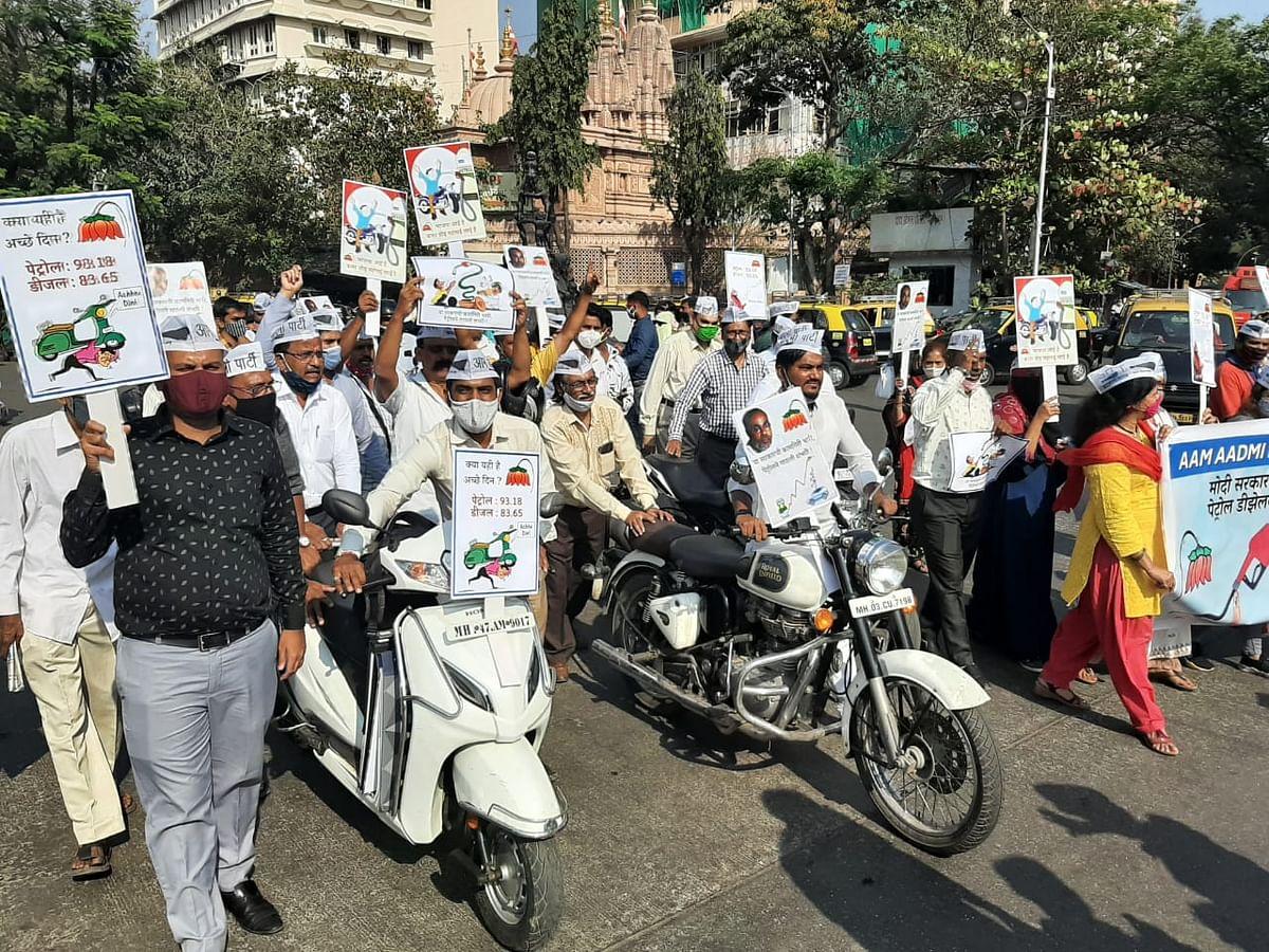 Mumbai: AAP organises 'Dhakka Maro' rally in protest against fuel price hike