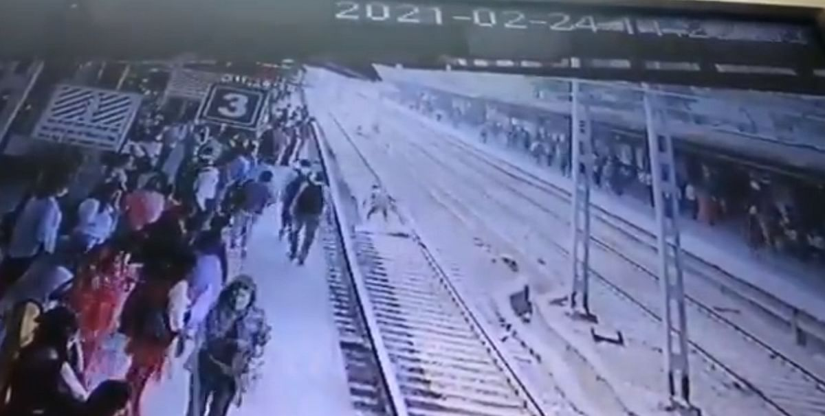 Watch: Alert RPF personnel averts suicide attempt at Mumbai's Virar station