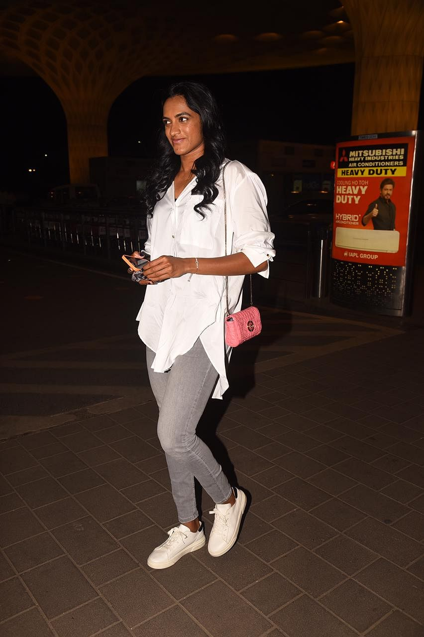 Badminton ace P V Sindhu carries the tiniest pink Versace bag worth nearly Rs 89,000!