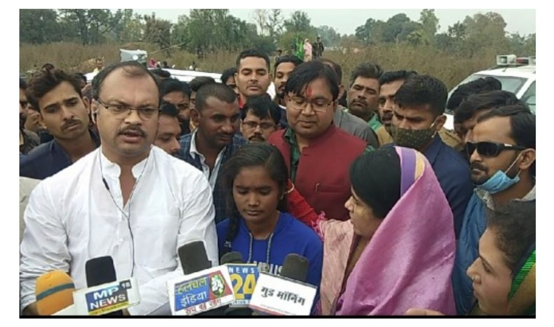 Sidhi Bus Tragedy in MP: Braveheart Shivrani save two passengers who were drowning in the canal