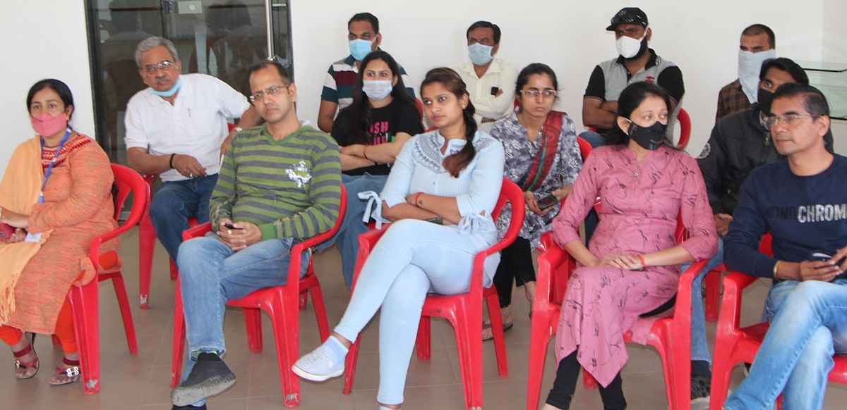 Indore: Post COVID outbreak, stress among teens rising due to over-usage of smartphone, online studies, cite Dr Abhyudaya Verma