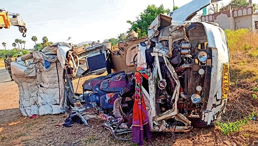 14 Andhra Pradesh pilgrims killed in road accident
