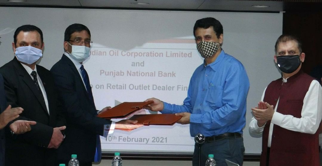 Punjab National Bank signs MOU with IndianOil for E-Dealer Financing