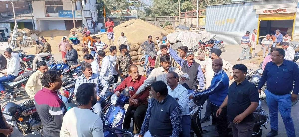 Madhya Pradesh: Congress takes out marches, observes bandh to protest against rising fuel prices
