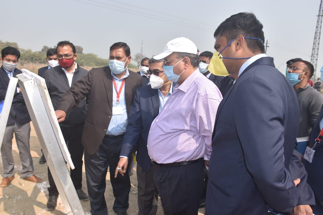 Lalit Chandra Trivedi, GM, East Central Railway inspects DDU division