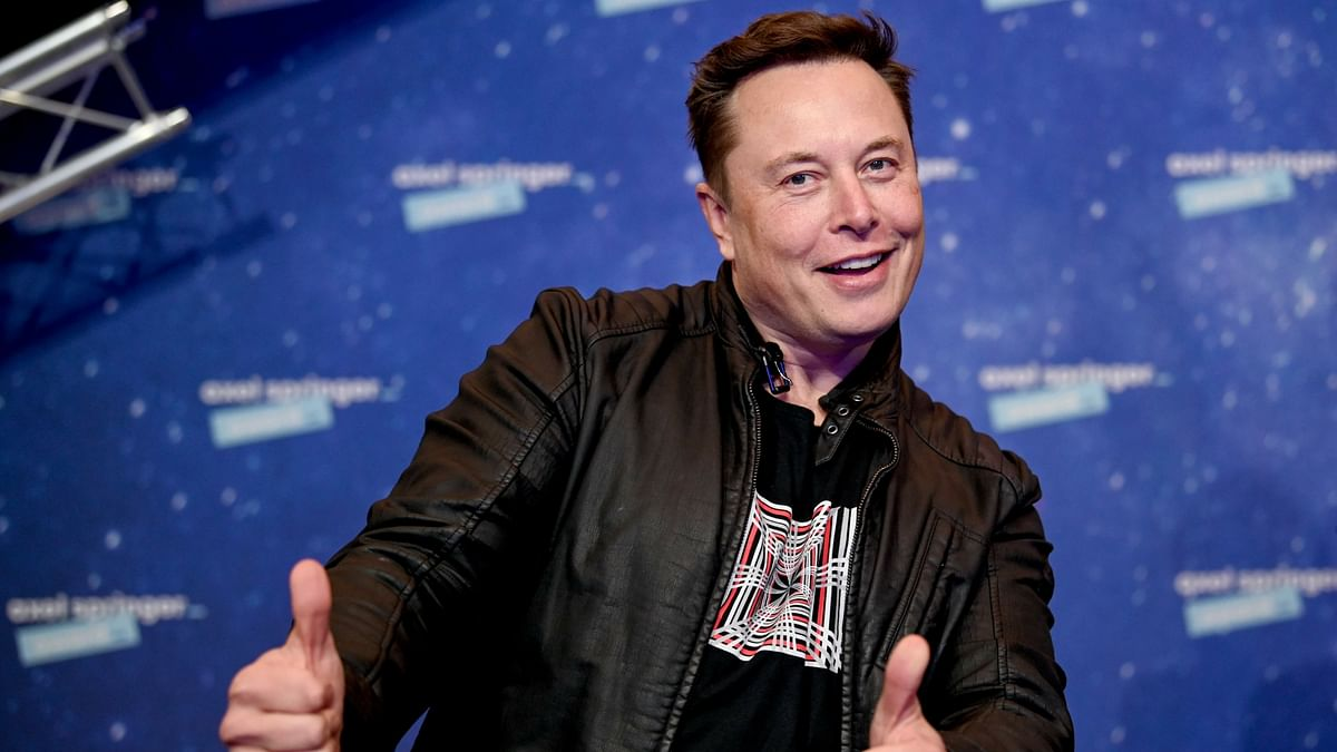 Irate netizen hits out at Elon Musk over plummeting Tesla stock price; Musk responds with a single emoji