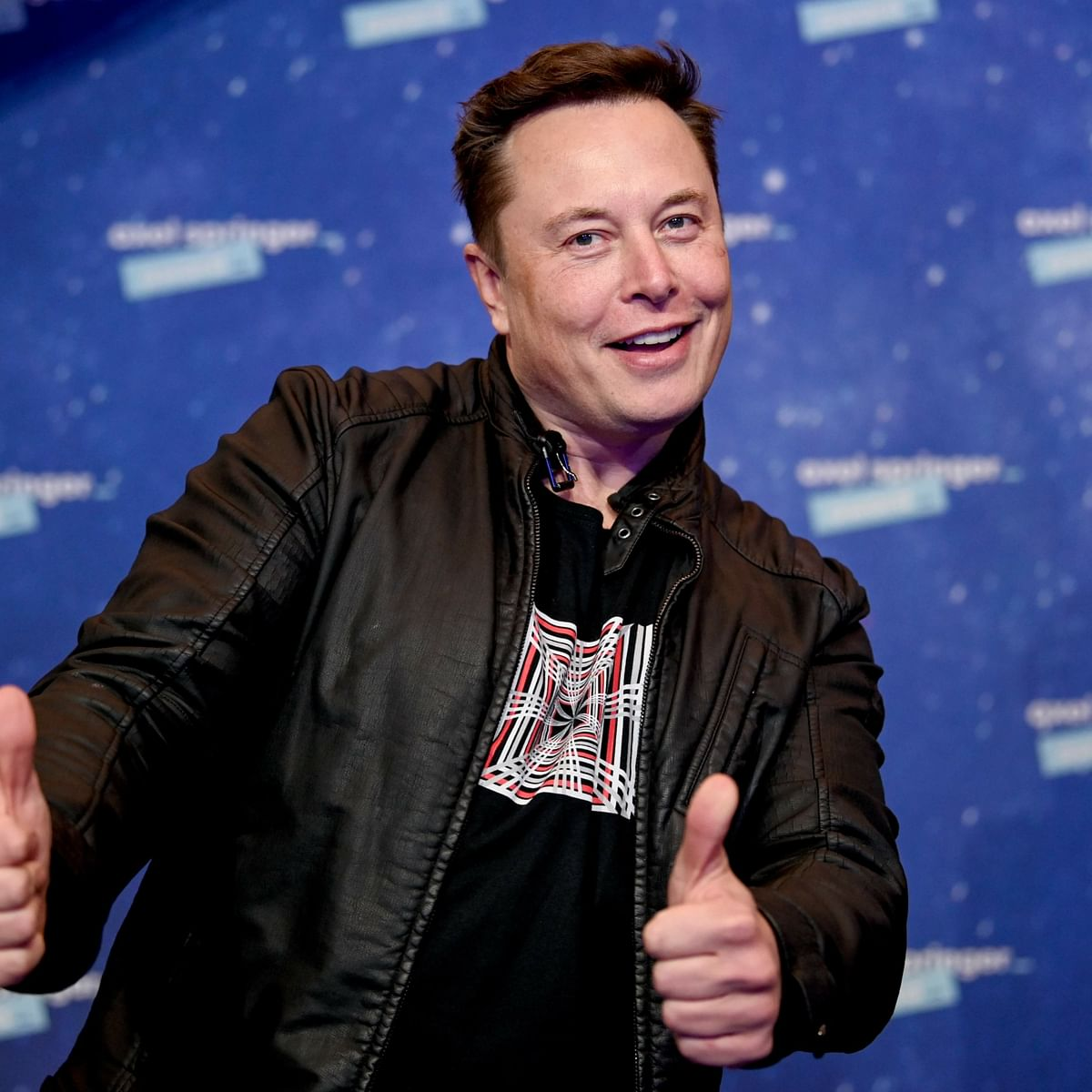 Irate netizen hits out at Elon Musk over plummeting Tesla stock price, he responds with a single emoji