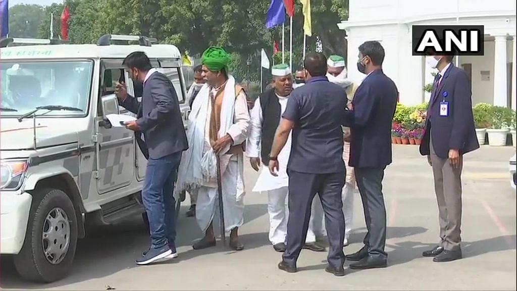 Delhi: Arvind Kejriwal meets protesting farmers to discuss agri laws
