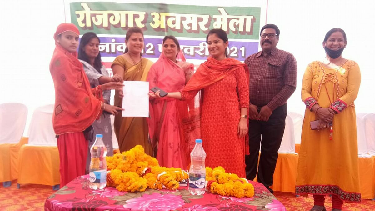 Madhya Pradesh: Five get appointment letter, 412 selected at the job fair in Gandhwani