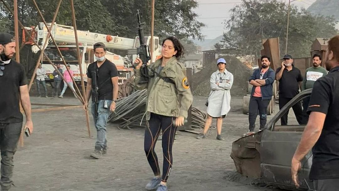 MP: Water sprayed to disperse Congress  workers protesting against Kangana Ranaut