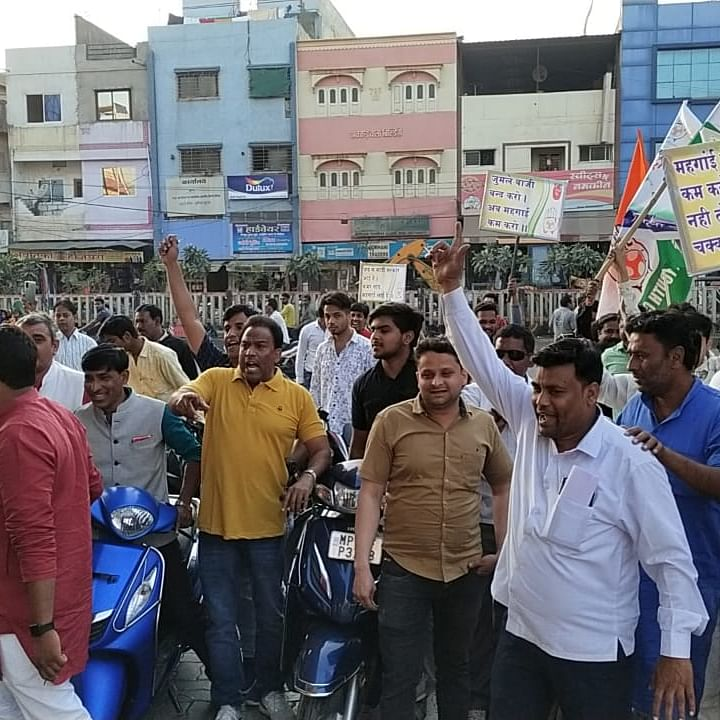 Ujjain: YC protest against hike in fuel prices for namesake