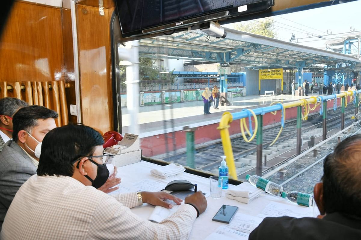 Alok Kansal – General Manager of Western Railway  conducts an inspection in Ratlam Division to review ongoing works