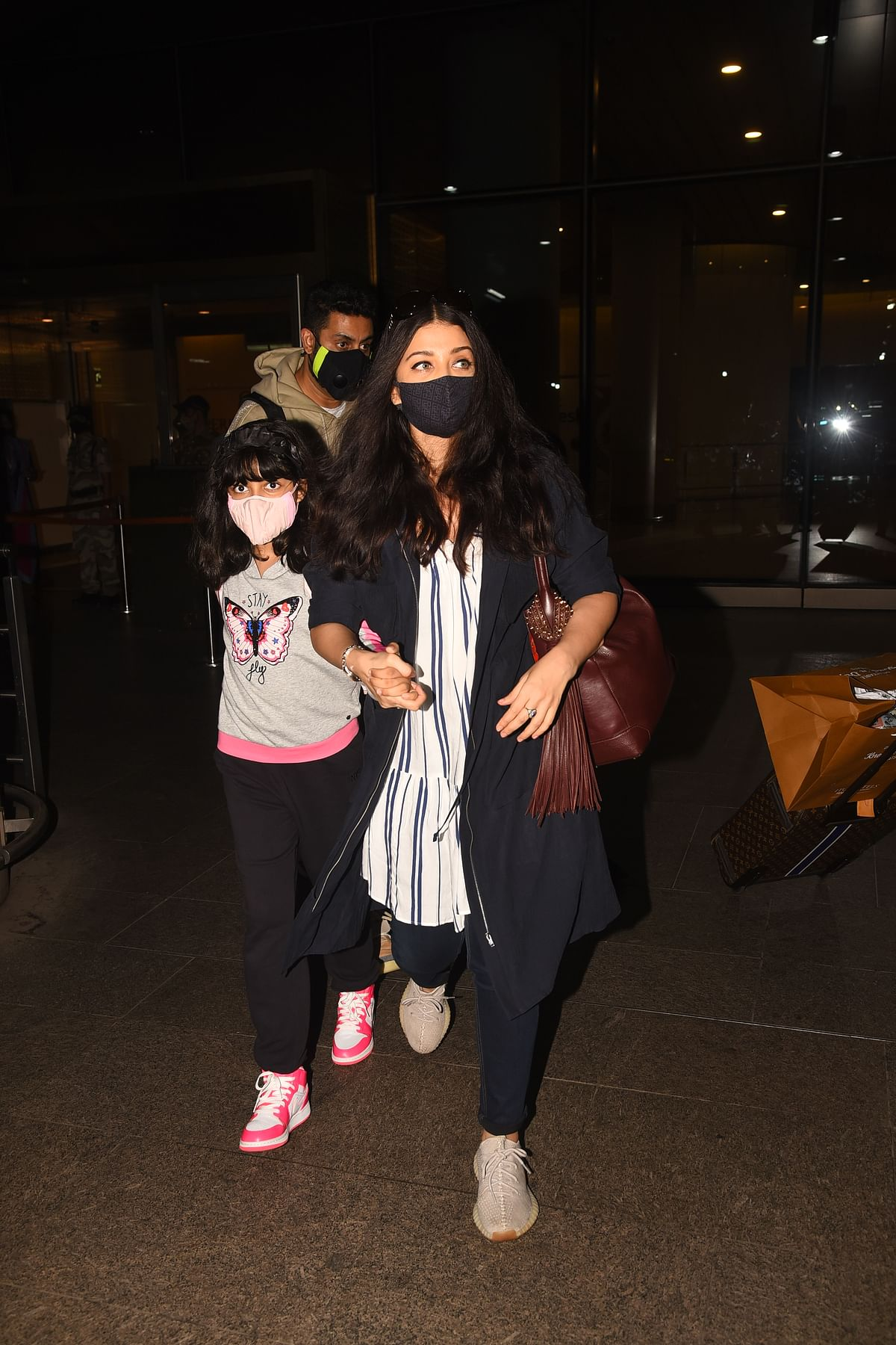 Trolls label Aishwarya Rai Bachchan an 'overprotective mom' after she refuses to let go of daughter Aaradhya's hand