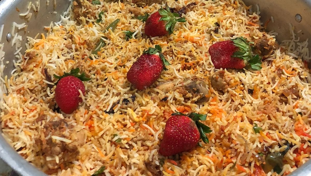 'Next thing we know, there will be pineapples': Netizens horrified as Twitter user makes 'strawberry biryani'