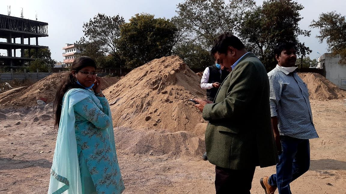 Madhya Pradesh: Eight illegal stocks of sand mounds raided in Guna, nearly 510 cubic metre sand seized
