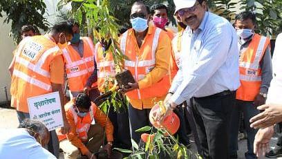 Alok Kansal, GM, Western Railway, conducts inspection of Jalgaon-Nandurbar section of Mumbai division