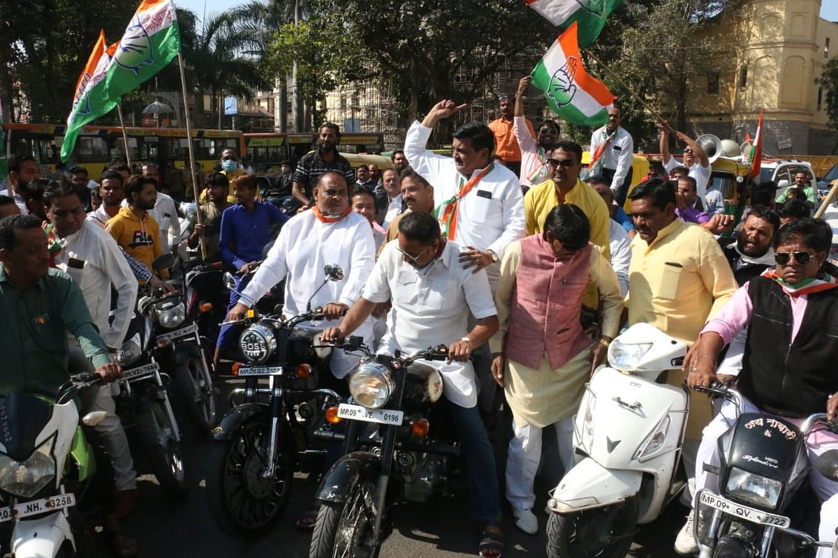 INDORE: Congress holds half-day bandh in against fuel price rise