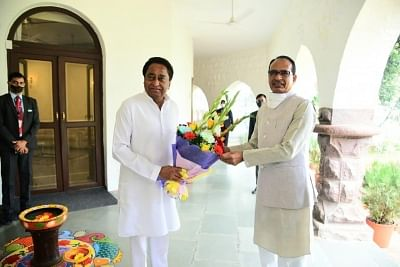 Kamal Nath with chief minister Shivraj Singh Chouhan at latter's residence in Bhopal