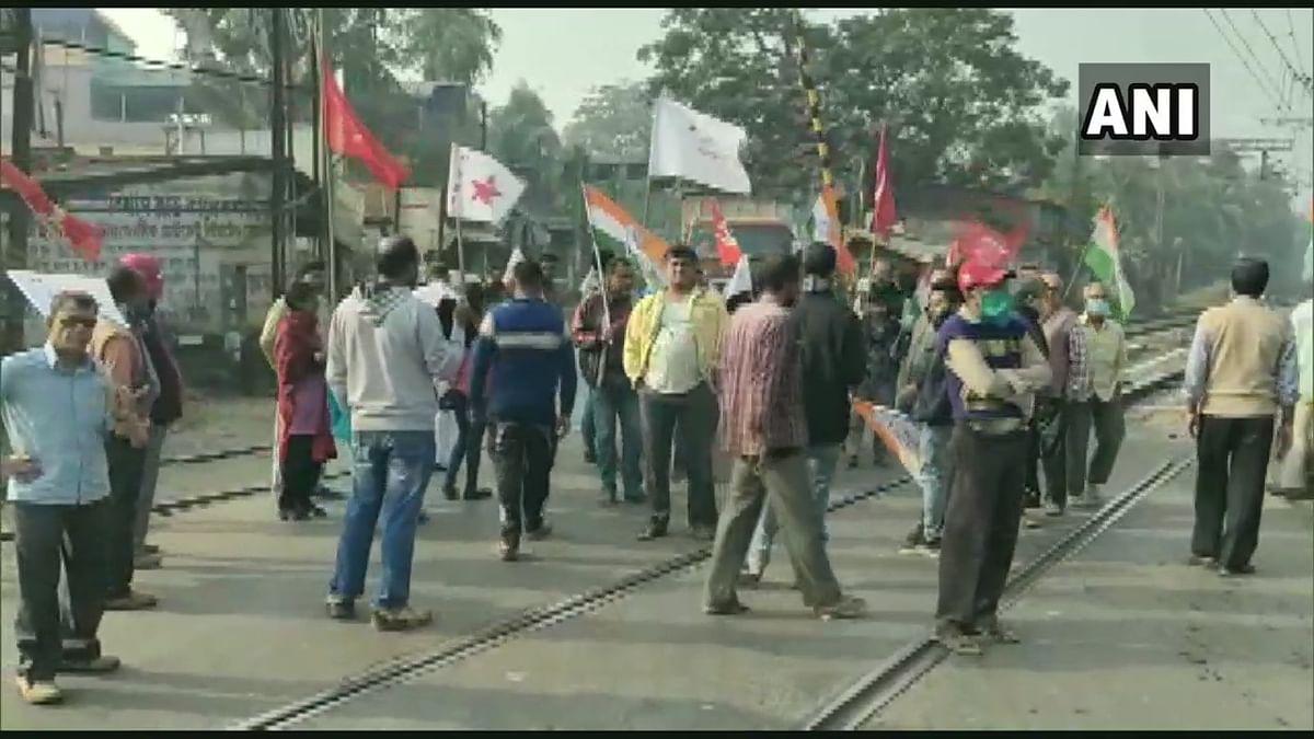 12-hour strike called by Left-Congress alliance underway in West Bengal; protestors block roads