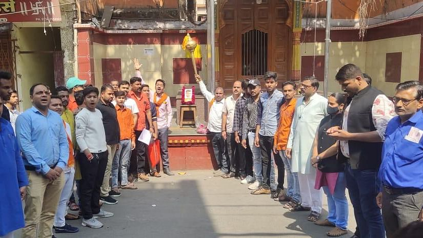 Bajrang Dal activists raise slogans to demand a thorough probe in Rinku's death