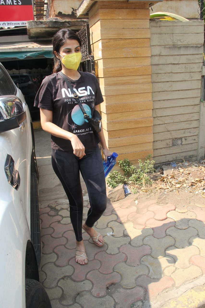 In Pics: Rhea Chakraborty honours Sushant's memory by wearing a NASA t-shirt - here's what it reads