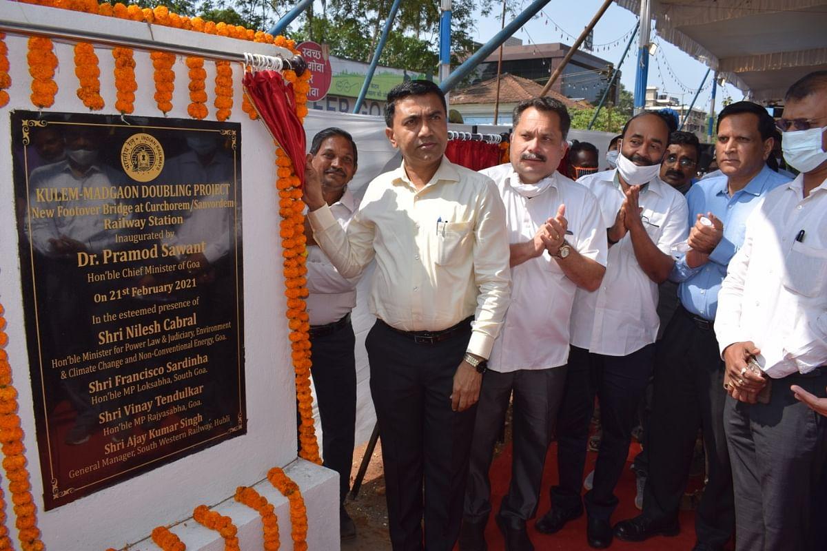 Goa CM dedicates LHS at Kamral & Cacora & New FOB at Sanvordem-Curchorem railway station